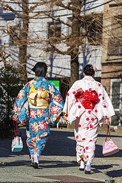 Women wearing kimono, Sensoji Temple, Asakusa, Tokyo, Japan, Asia