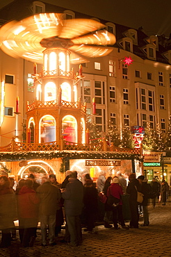 Hot wine (gluhwein) stall with Nativity Scene on roof at Christmas Market next to Frauen Church at night, Topfer Street, Innere Altstadt, Dresden, Saxony, Germany, Europe