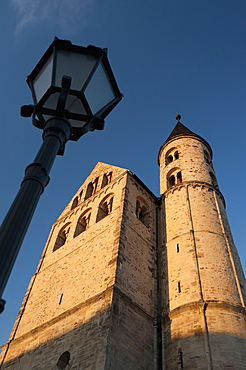 Romanesque Church of Kloster (Cloister) Unser Lieben Frauen, now museum of religion, and street lamp, Grosse Klosterstrasse, Magdeburg, Saxony-Anhalt, Germany, Europe