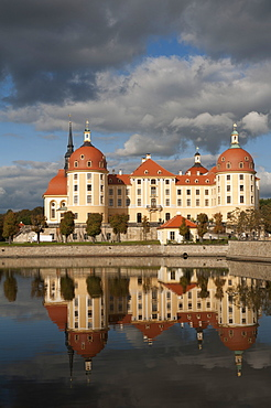 Baroque Moritzburg Castle and reflections in lake, Mortizburg, Sachsen, Germany, Europe