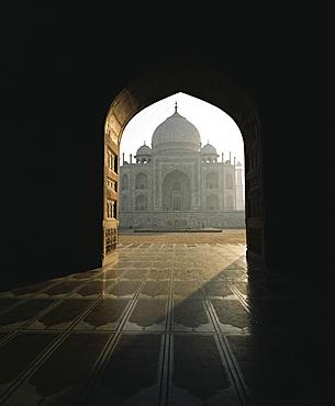 Taj Mahal, UNESCO World Heritage Site, seen through gateway, Agra, Uttar Pradesh state, India, Asia