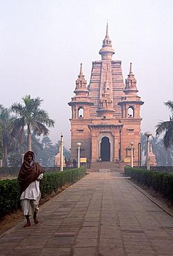 Temple, Mulagandha Vihara, Sarnath, India, Asia