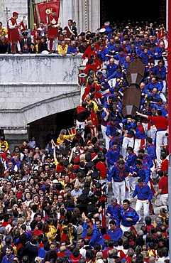 La corsa dei ceri, Going out from Consoli palace, San Ubaldo quarter, Gubbio, Umbria, Italy