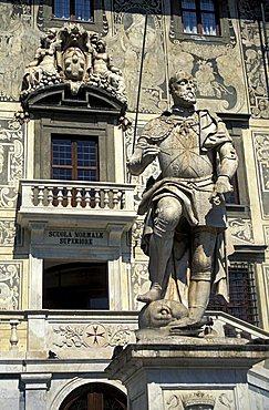 Cosimo I statue, Cavalieri palace, Pisa, Tuscany, Italy