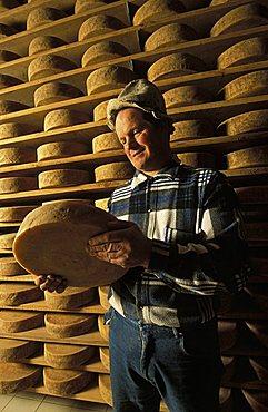 Monte Baldo cheese, Orazio Schelfi cheese maker, Brentonico, Trentino Alto Adige, Italy