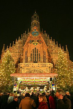 Christmas market and Frauenkirche, Nurnberg, Bavaria, Germany, Europe