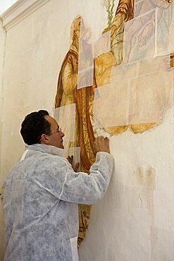 Fresco restoration, Francesco Farina artisan, Ostuni, Puglia, Italy