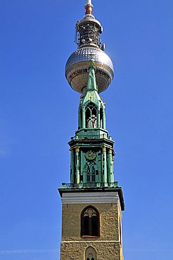 Marienkirche church, in the background the Fernsehturm television tower, Alexanderplatz, Berlin-Mitte Quarter, Berlin, Germany, Europe