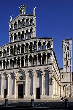 Foreshortening of the cathedral, Lucca, Tuscany, Italy