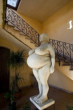 Matruzza Bedda statue by Orazio Coco sculptor, Feudo Vagliasindi Hotel, Contrada Feudo S. Anastasia Randazzo, Sicily, Italy