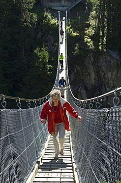 handeck suspension bridge, gelmersee, switzerland