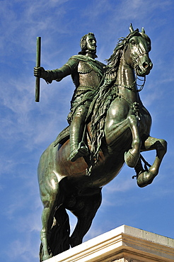 Statue of Phillip IV, Plaza de Oriente, Madrid, Spain, Europe