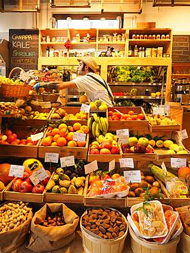 Mercato con Cucina, market, foodstore and restaurant, Piazza Santa Maria del Suffragio square, Milan, Lombardy, Italy, Europe