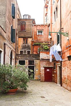 Scola Canton sinagogue in Campo del Ghetto Novo square, Jewish Ghetto of Venice, Veneto, Italy, Europe
