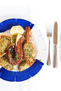 Scallops, cod, shrimp and seafood au gratin and grilled octopus, 1999 restaurant, Matera, Basilicata, Italy, Europe