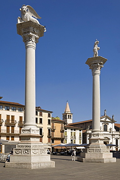Two columns in the Piazza dei Signori, one bearing the Venice Lion, the other with St. Theodore, Vicenza, Veneto, Italy, Europe