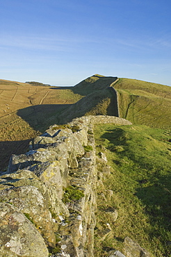 View east to Kings Hill, Hadrians Wall, UNESCO World Heritage Site, Northumbria National Park, Northumbria, England, United Kingdom, Europe