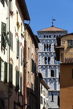 Via di Poggio and the Campanile of San Michele, Lucca, Tuscany, Italy, Europe