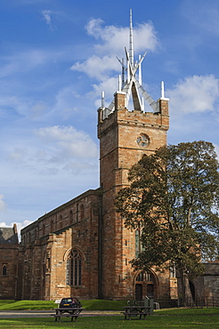 St. Micheals Church, with its Crown Steeple, Linlithgow Palace precinct, Linlithgow, Scotland, United Kingdom, Europe