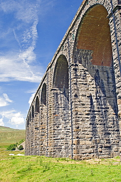 Ribblehead railway viaduct, on the Carlisle to Settle and Leeds cross-Pennine route, Yorkshire Dales National Park, Yorkshire, England, United Kingdom, Europe