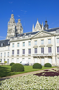 The Musee des Beaux Arts, formerly the Archbishop's Residence, and the Towers of the Cathedrale St.-Gatien beyond, Tours, Indre-et-Loire, Loire Valley, Centre, France, Europe