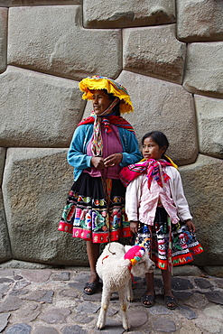 Portrait of Quechua mother and daughter, Cuzco, Peru, South America