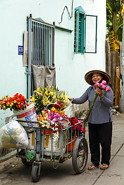 Flower seller, Can Tho, Mekong Delta, Vietnam, Indochina, Southeast Asia, Asia