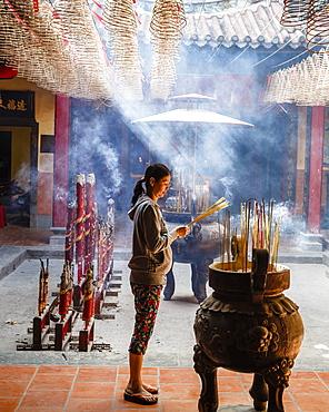 Ong Bon Pagoda in Cholon (Chinatown), Ho Chi Minh City (Saigon), Vietnam, Indochina, Southeast Asia, Asia