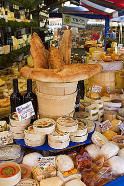 Cheese and bread on food stall at Viktualienmarkt, Munich, Bavaria, Germany, Europe