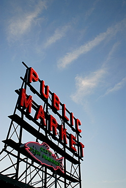 Seattle's Pike Place Market, a place to buy fresh meat, fish, vegetables and crafts since 1907, Seattle, Washington state, United States of America, North America
