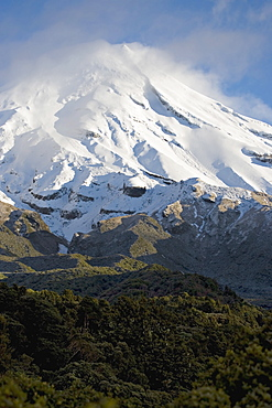 The dormant volcano Mount Egmont or Taranaki, Egmont National Park, Taranaki, North Island, New Zealand, Pacific