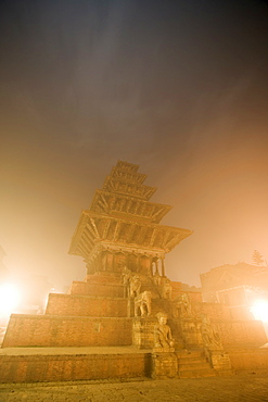 The Nyatapola temple, highest in the valley, with its five storey pagoda roof, at dawn, built in 1702, dedicated to the Hindu goddess Siddhi Lakshmi, Taumadhi Tole square, Bhaktapur, Kathmandu valley, Nepal, Asia