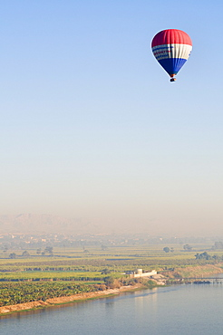 Balloon over the River Nile, Luxor, Egypt, North Africa, Africa