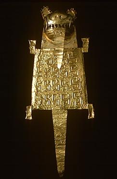 Precolumbian Gold Mochica (Moche)Culture, 100-700AD a cocoa bag in form of a golden puma or jaguar in collection of the Museo del Oro, Lima, Peru