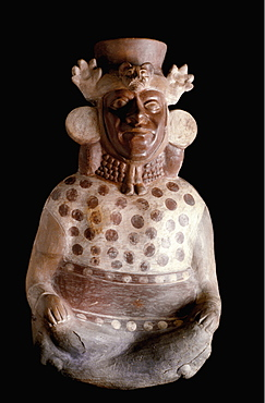 Precolumbian Ceramics Mochica (Moche) Culture 100-700AD important official with jaguar crown and symbols of hierarchy Museo Amano collection, Lima, Peru