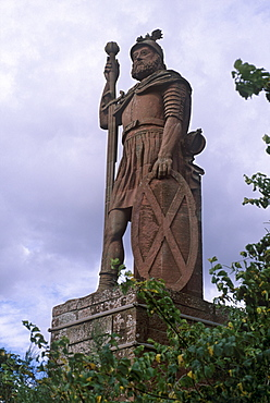 Statue of William Wallace, national hero who led Scottish resistance to Edward I, Hammer of the Scots, 13th century, Stirling, Stirlingshire, Scotland, United Kingdom, Europe