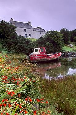 Red boat and house, Ballycrovane, Beara peninsula, County Cork, Munster, Republic of Ireland, Europe