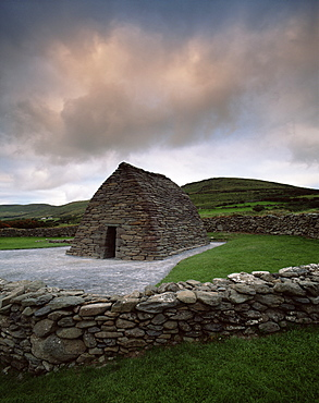 Gallarus Oratory, dry stone church dating from between 6th and 9th centuries, Ballynana, Dingle Peninsula, County Kerry, Munster, Republic of Ireland (Eire), Europe
