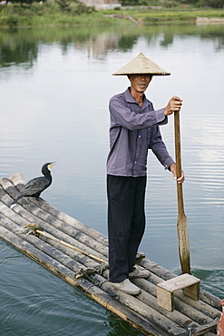Fisherman with cormorant, Li River, Yangshuo, Guangxi Province, China, Asia