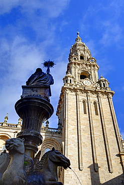 Cathedral and fountain in Praterias Plaza, Santiago de Compostela, UNESCO World Heritage Site, Galicia, Spain, Europe