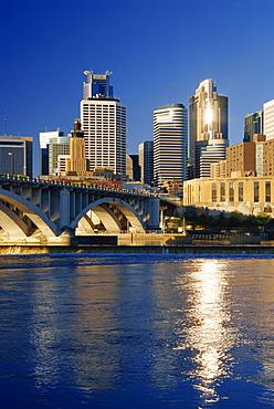 Mississippi River and city skyline, Minneapolis, Minnesota, United States of America, North America