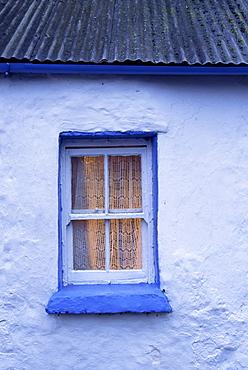 Cottage window, Rock of Cashel, County Tipperary, Munster, Republic of Ireland, Europe