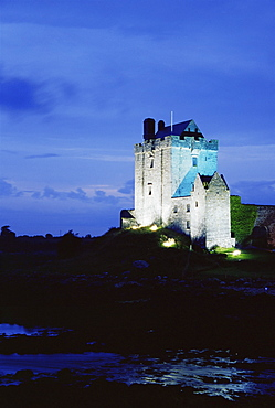 Dunguaire Castle, Kinvarra, County Galway, Connacht, Republic of Ireland, Europe