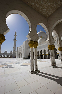 Arches and columns of the decorative courtyard of the new Sheikh Zayed Bin Sultan Al Nahyan Mosque, Grand Mosque, Abu Dhabi, United Arab Emirates, Middle East