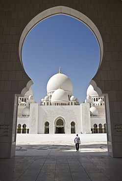 Arches of the courtyard of the new Sheikh Zayed Bin Sultan Al Nahyan Mosque, Grand Mosque, Abu Dhabi, United Arab Emirates, Middle East