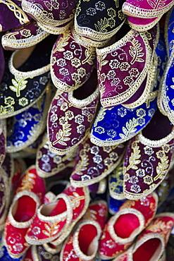 Traditional Turkish shoes for sale, Grand Bazaar (Grand Bazaar), Istanbul, Turkey, Europe