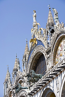 St. Mark and Angels on the facade of Basilica di San Marco (St. Mark's), St. Mark's Square, Venice, UNESCO World Heritage Site, Veneto, Italy, Europe