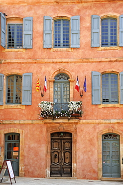 Mairie office with typical ochre coloured walls, Roussillon, Parc Naturel Regional du Luberon, Vaucluse, Provence, France, Europe
