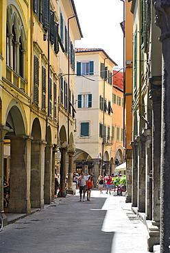 Portico (covered walkway), Borgo Stretto, Pisa, Tuscany, Italy, Europe