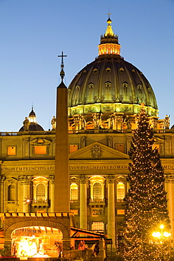 St. Peter's Basilica at Christmas time, Vatican, Rome, Lazio, Italy, Europe